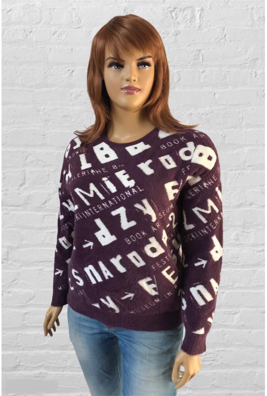 Модный пушистый свитер с буквами